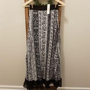 NWT Black/White Floral Ruffle Bottom Maxi Skirt